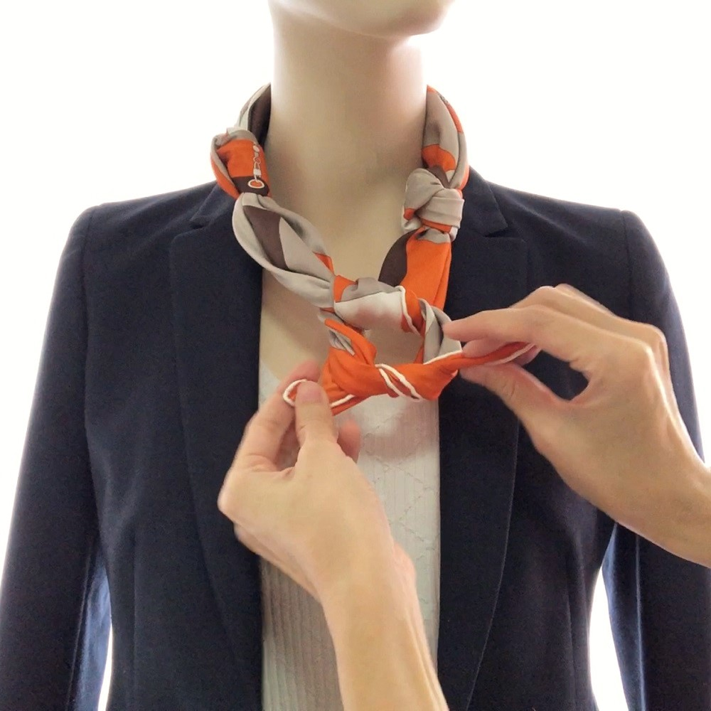 Hermes 90cm Silk Scarf Necklace Step 03
