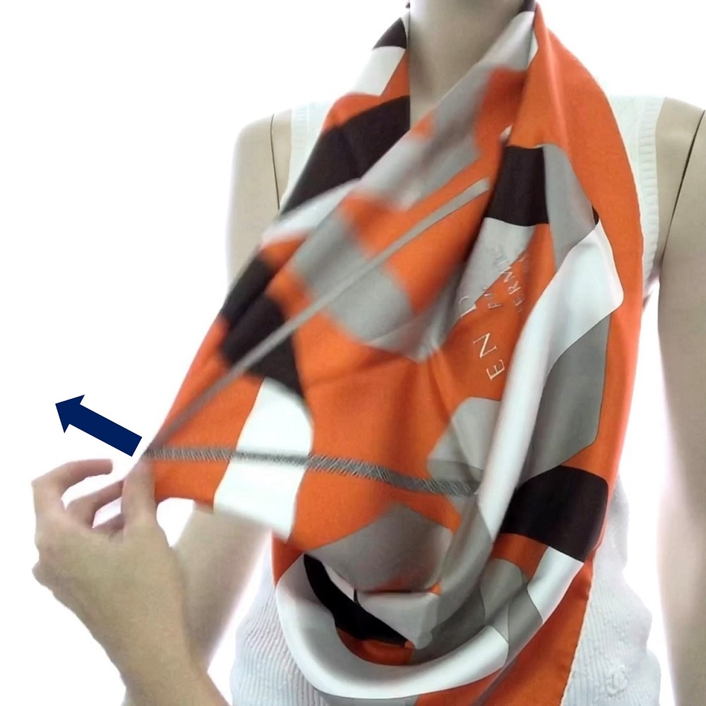 Step 4: Lightly pull the center of the scarf edge in front of your chest outward and let it drops naturally.